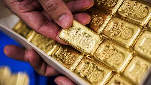 gold at 2 week low tallies weekly loss in a month