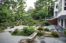 beautiful large bacyard garden house design with stone footpath
