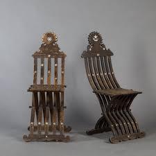 chaises pliables paire de chaises pliables en bois et nacre syrie fin du xixe