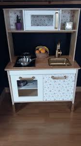 customiser une cuisine dyi customiser la kitchenette duktig d ikea leeloo maman