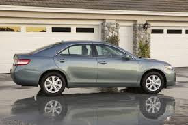 2011 toyota camry le review 2011 toyota camry car review autotrader