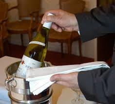 chambrer un vin définir la bonne température de service pour révéler les arômes d