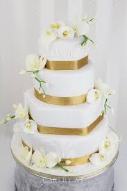 goldene hochzeitstorten hochzeitstorte weiß gold suche wedding
