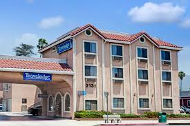 pasadena hotels near parade travelodge pasadena central pasadena hotels ca 91107