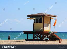 Beach Red Flag Lifeguard Tower Sunny Day Florida Beach Stock Foto 442741594
