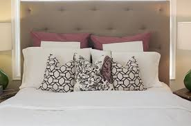 queen bed pillows queen bed pillow arrangement ideas www meadowlakeroad com diy