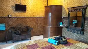 paravent chambre chambre avec salle d eau derrière le paravent picture of cafe lava