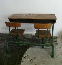 bureau d 馗olier ancien en bois 1 place bureau d ecolier ancien en bois bureau daccolier en chane