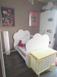 chambre altea blanche le lit bébé altéa blanc transformé en lit banquette accompagné de