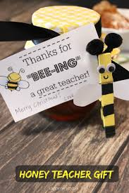 honey bee teacher gift with free printable tag i dig pinterest