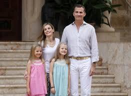 spain u0027s queen letizia divorcee war reporter tv journalist