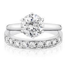 plain wedding rings two plain wedding rings with solitaire detail fashion