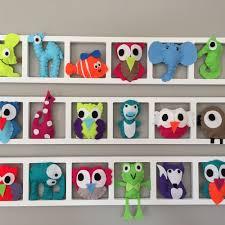 idee deco chambre enfants idée décoration chambre enfant et bébé cadre mural animaux colores