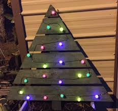 Put Lights On Christmas Tree by Christmas Diy Pallet Christmas Tree Instructions Plans