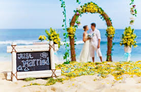 wedding planning on a budget how to plan and stick to your wedding budget