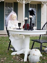 Cheap Outdoor Halloween Decorations by Cheap Halloween Yard Decorations
