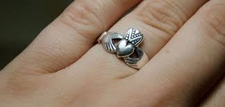 claddagh ring story single taken what your claddagh ring secretly says about you