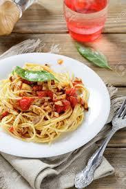 cuisine italienne pates pâtes à la sauce tomate sur une plaque cuisine italienne