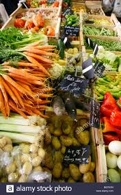 cours de cuisine alpes maritimes vegetables stall at the cours massena market in the town stock