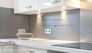 kueche magnolie arbeitsplatte grau weiße küchen im trend musterhaus küchen fachgeschäft grifflose