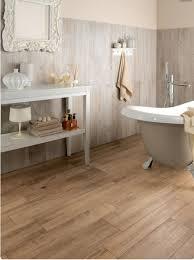 legno per rivestimento pareti nello stile country chic il rivestimento bagno deve essere