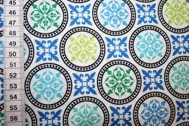 Blau Schwarz Muster Camelot Baumwollstoff Muster Ornamente Blau Gr禺n Schwarz Renee D