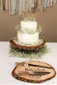 wedding cake cutting set idea with the wood slice as a plate for the cake cutting set