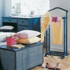 meuble valet de chambre un valet de nuit en rotin ou bois valet pour vêtement pour