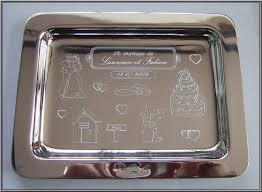 cadeau original mariage le plateau de mariage en argent gravé comme cadeau d orfèvrerie