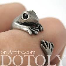 miniature lizard gecko animal wrap around ring in silver sizes 4