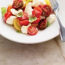 cuisiner les tomates cerises salade de tomates cerises et de fromage en grains ricardo