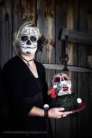 Halloween Skull Cakes by Sweet Cheeks Bakery
