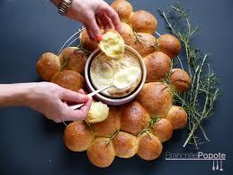 cuisiner le mont d or mont d or au four et brioche au romarin branchée popote des
