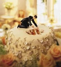 marriage cake 17 hilarious wedding cake toppers tiphero