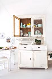anrichte küche küche im landhausstil mit küchenzubehör in weisser anrichte bild