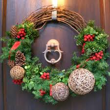 Grapevine Snowman For Outdoors by Grapevine And Evergreen Holiday Wreath Hgtv