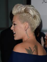 pinks current hairstyle the 25 best singer pink hairstyles ideas on pinterest pink