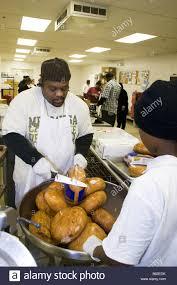 cook thanksgiving dinner workers prepare thanksgiving dinner for homebound senior citizens