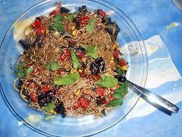 cuisiner des pates chinoises recette de pates chinoises aux légumes par jeanmerode