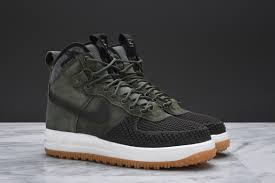 Nike Lunar olive and baroque brown complete this nike lunar 1 duckboot