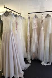 wedding dress sle sales 10 tips for wedding dress shopping at a trunk or sle sale