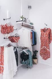 boutique clothing best 25 clothing boutique interior ideas on boutiques