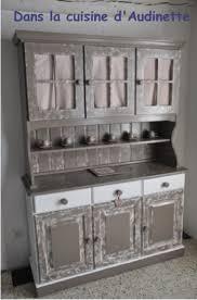 customiser des meubles de cuisine comment relooker un vieux meuble de cuisine en pin dans la