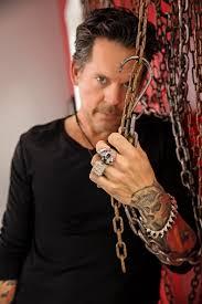 dierks bentley wedding ring gary allan wearing the large skull ring and thorns bracelet as