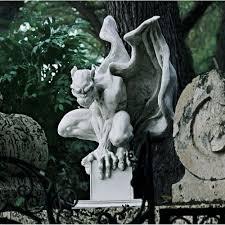 gargoyle home decor amazon com design toscano 9 5 in draga the gargoyle vampire