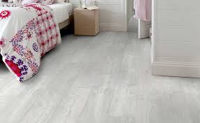 how to choose vinyl flooring homes