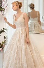 wedding dresses that you look slimmer how to choose a wedding gown that makes you look slimmer than you