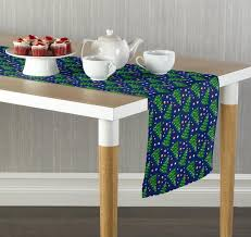 trees and ornaments table runners doodle n designs