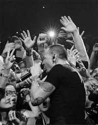 Hit The Floor Linkin Park - linkin park u0027s chester bennington connects with fans in touching