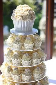 hochzeitstorte cupcakes tarta de bizcocho relleno de mascarpone y fruta de la pasión